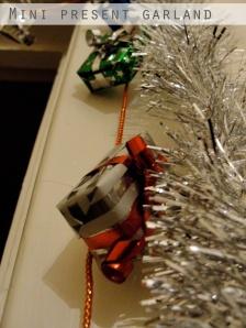 Mini Present Garland