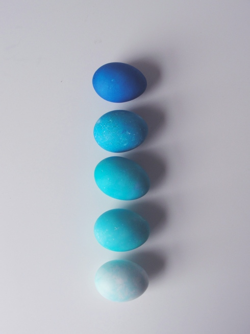 ombre_blue_Easter_Eggs_shade